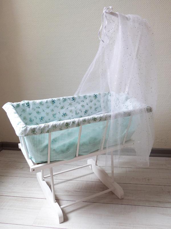 berceau de poup e couture turbulences. Black Bedroom Furniture Sets. Home Design Ideas
