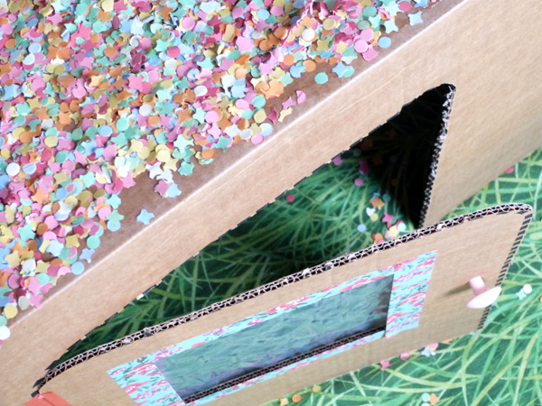 maison-carton-toit-confetti