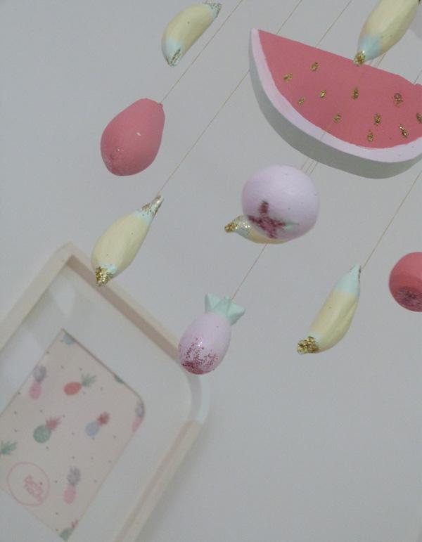 mobile bébé pastel