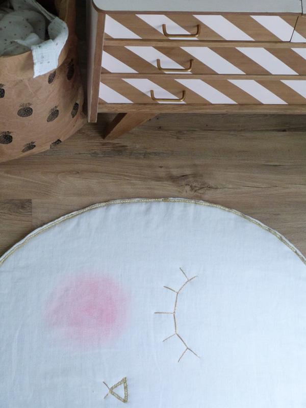 tapis pomme chambre bébé