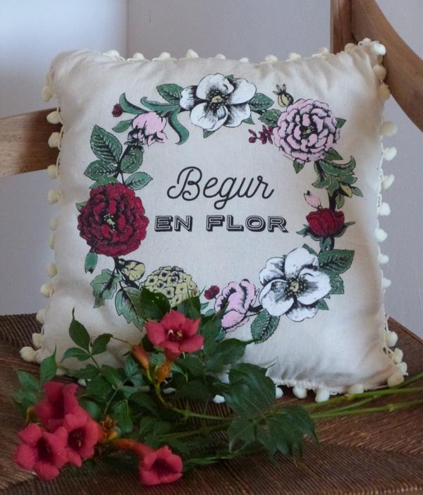 cushion in a tote bag diy