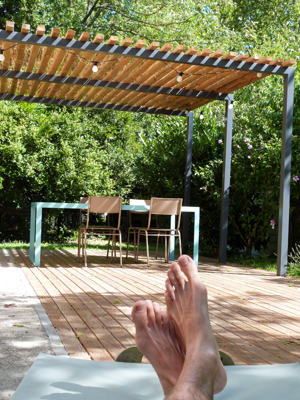 L'été au jardin { table, terrasse et pergola homemade }